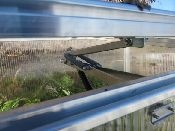 The frame's middle panel has a hinged opener that opens automatically for ventilation based on the temperature.